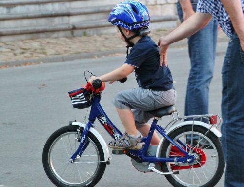 Perché insegnare ad andare in bicicletta fa bene alla relazione mamma-bimbo